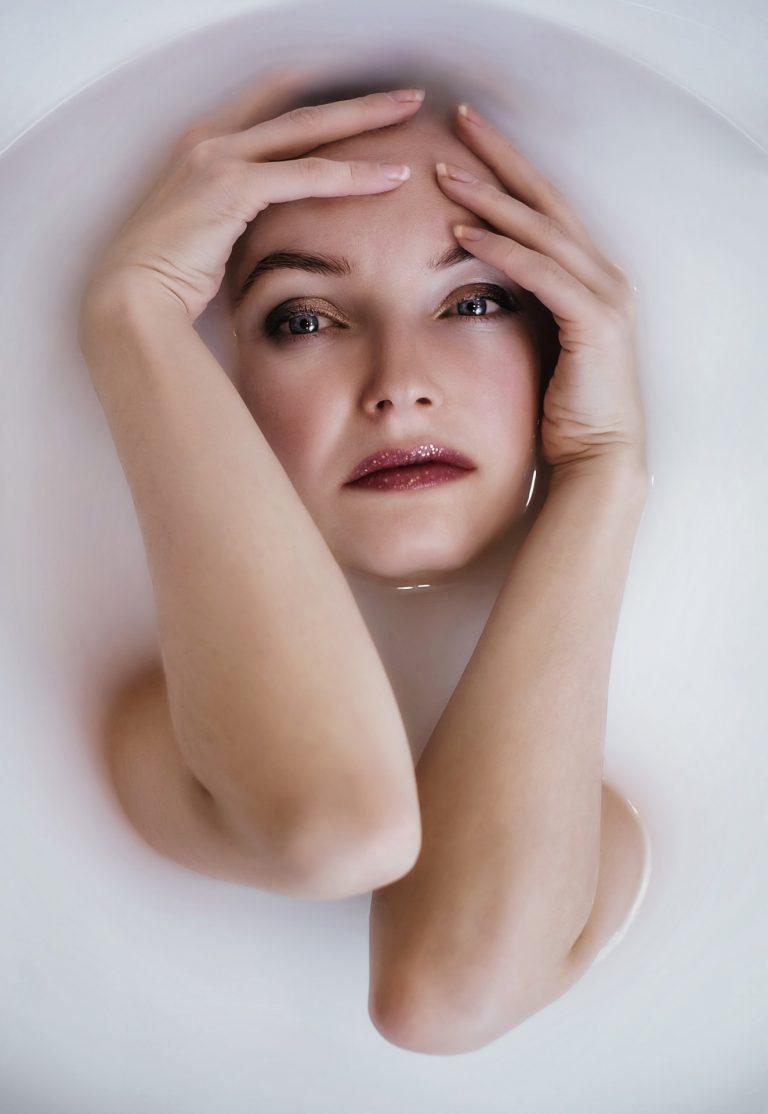 Photography in a milky bathtub