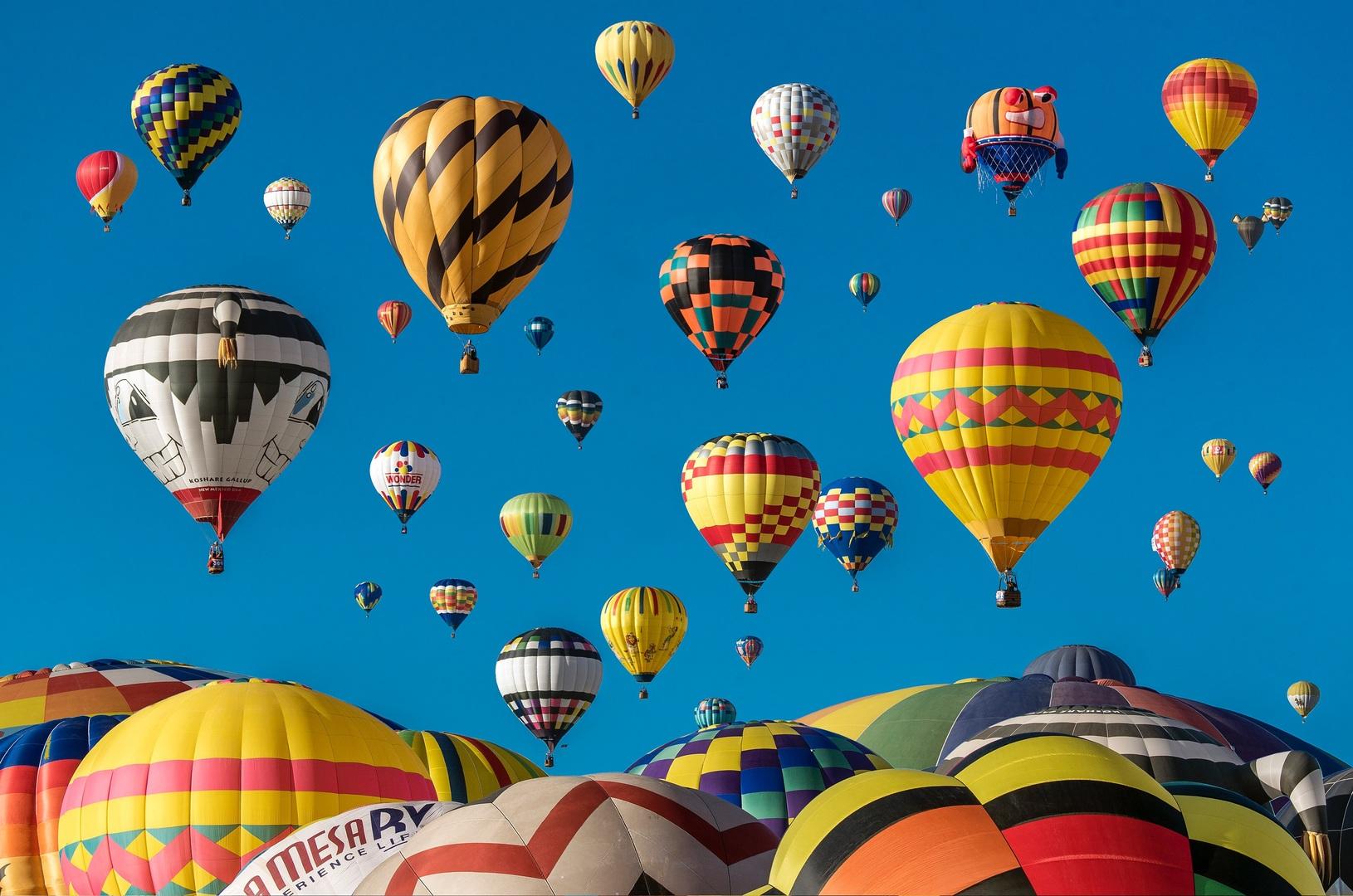 Hot air ballooning in Nepal (Pokhara).